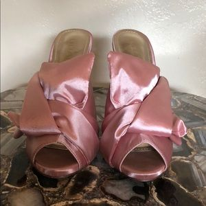 GORGEOUS dusty rose satin heels